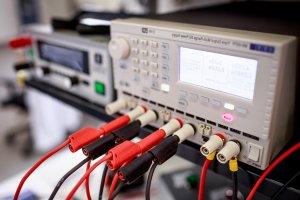 Měření a testování akumulátorů a baterií